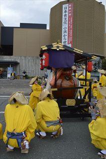 9e985f6769 9月17日、18日は、八幡神社の例祭で、若狭地方最大級の秋祭りである「放生祭」が行われ、食文化館にも山車や大太鼓、神輿が巡行してくれました。