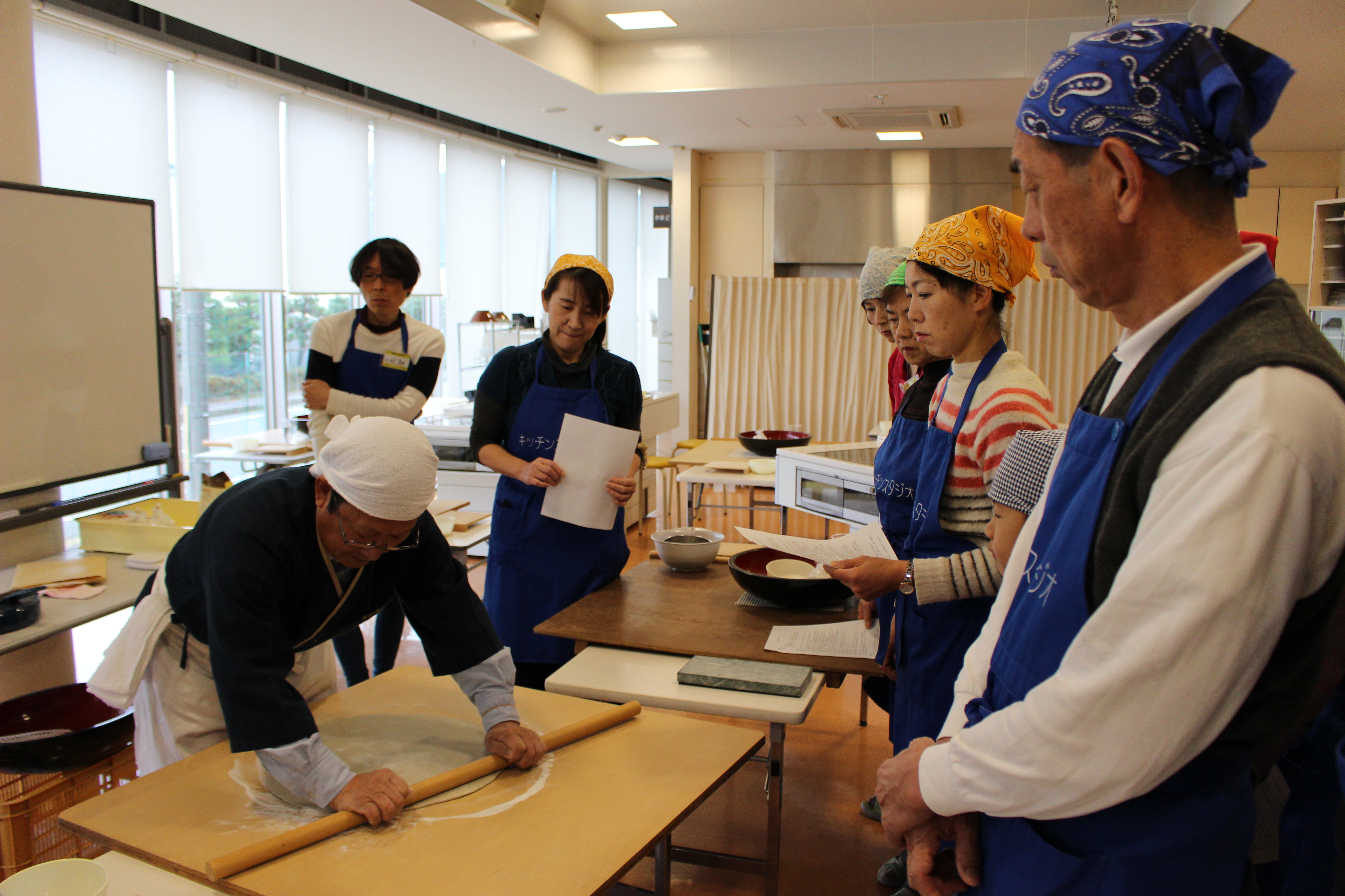 1b9b3c1069 食文化館日記 » 高鳥重郷氏の蕎麦打ち教室が開かれました!