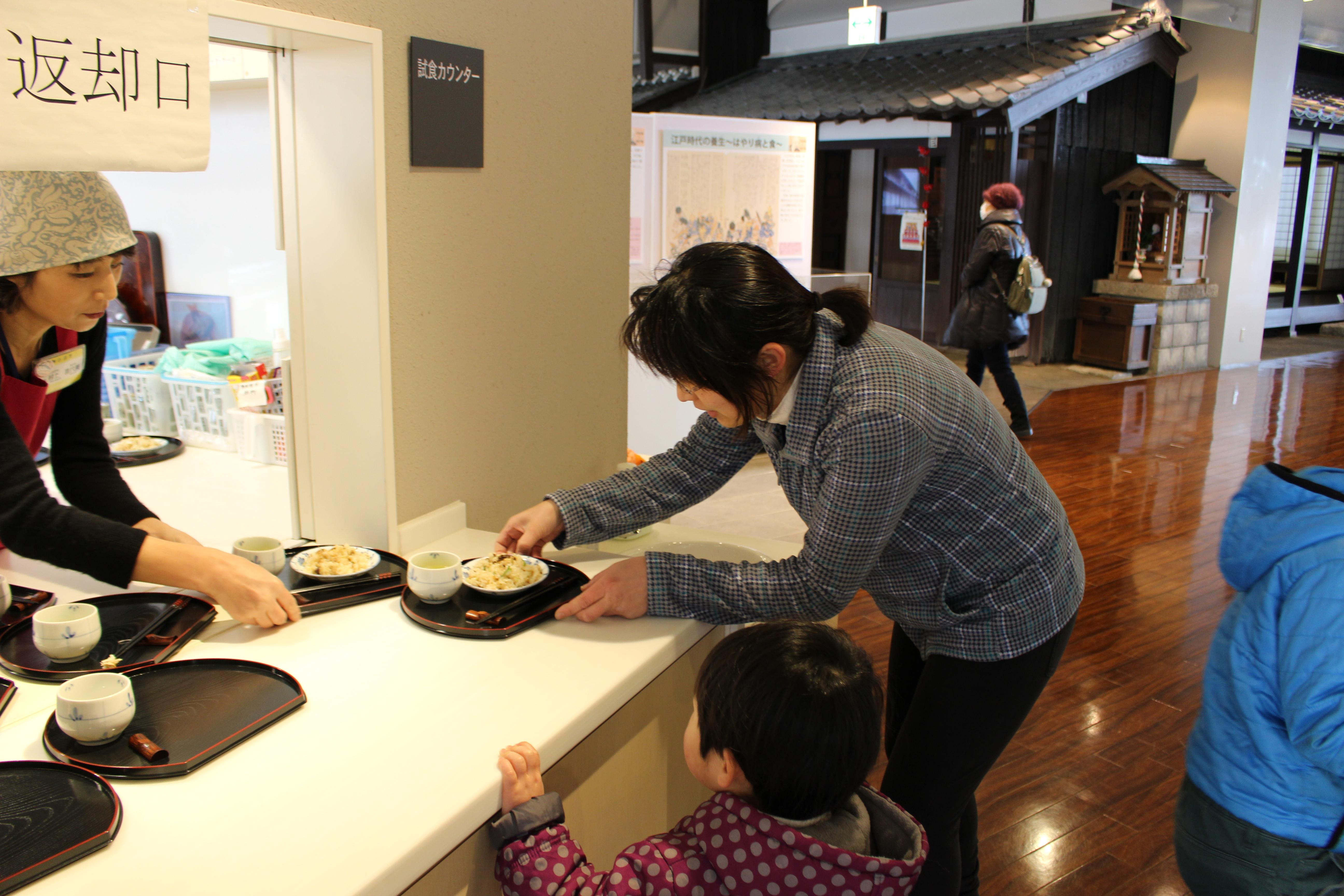 dc2c527b43 食文化館日記 » 浜焼き鯖のしょうが飯のふるまいを行いました!