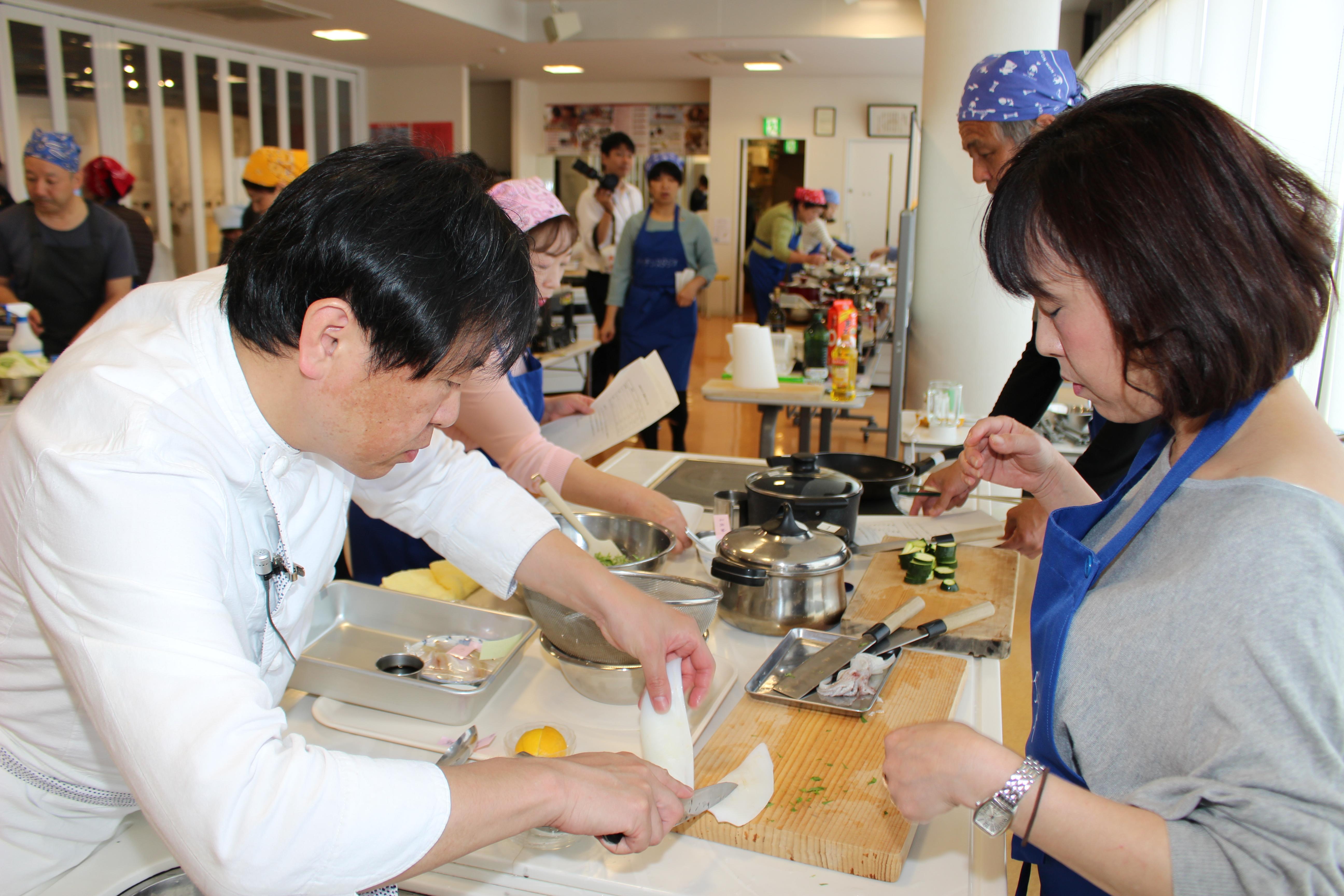 29246edc3e 「御食国アカデミー」は、食を学ぼうとするすべての人に開かれるプログラムです。 若狭おばまの美食がさらに磨かれるといいですね。